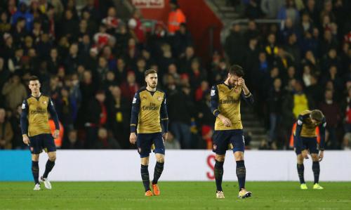 Wenger cho rằng Arsenal gặp xui và chịu thiệt vì sai lầm của trọng tài. Ảnh: Reuters.