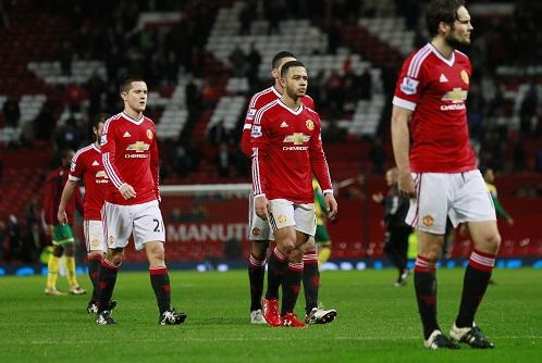 Cầu thủ Man Utd thể hiện bộ mặt nhợt nhạt, như các cầu thủ Chelsea đã làm trước khi Mourinho bị sa thải. Ảnh: Reuters.