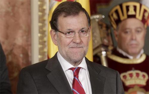 Thủ tướng Tây Ban Nha, Mariano Rajoy (giữa) luôn hướng về Real Madrid.