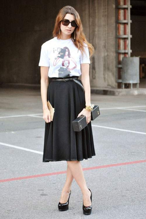 Mix chân váy midi với áo thun