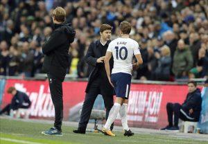Tottenham mo duoi Man City