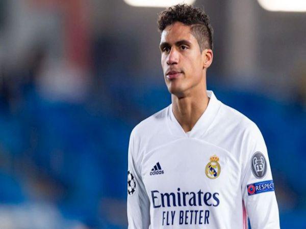 Bóng đá Anh tối 23/4: Real Madrid sẵn sàng bán Raphael Varane