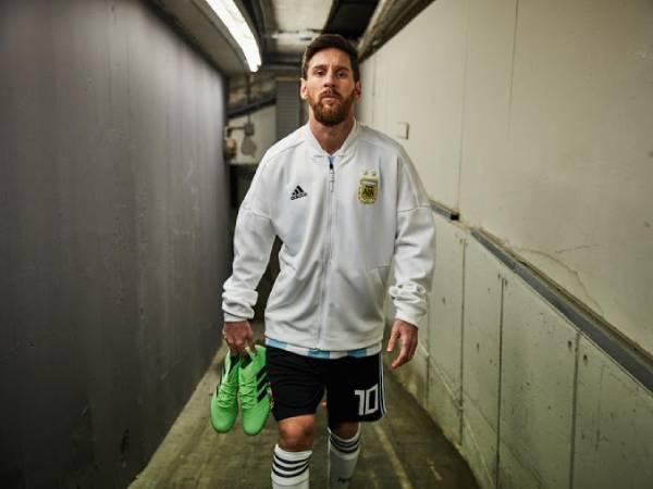 Những mẫu giày Messi qua từng năm tháng