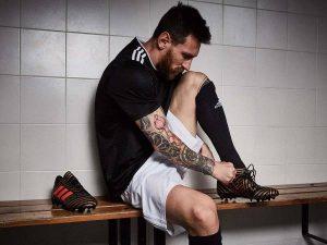Những mẫu giày Messi theo anh từ thửa mới thi đấu chuyên nghiệp