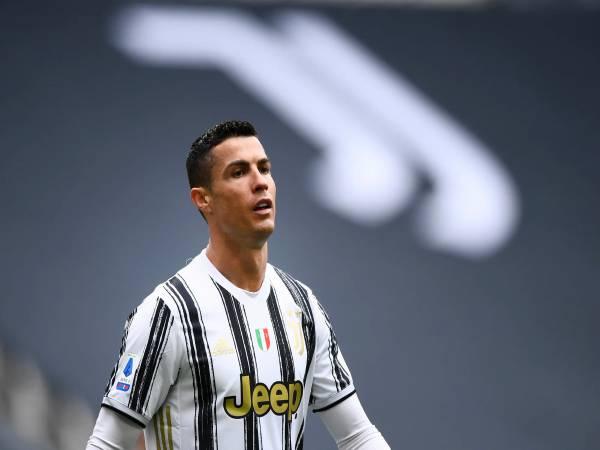 Ronaldo là ai? Sự nghiệp thi đấu của CR7