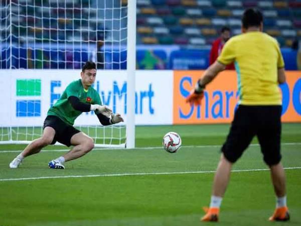 Kỹ thuật bắt bóng của thủ môn cơ bản cho người mới chơi